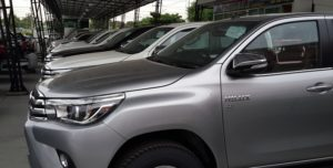 toyota-hilux-revo-black-row6