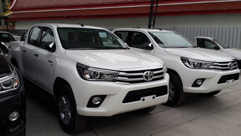 toyota-hilux-revo-front-row