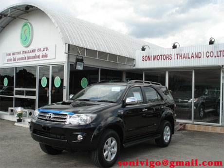 Jim is shipping Toyota Fortuner 2009 now