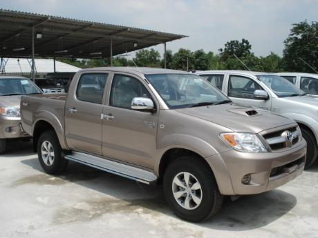 new Toyota Hilux Vigo Double Cab 4x4 E at Thailand's top Toyota Hilux Vigo dealer Jim Autos Thailand
